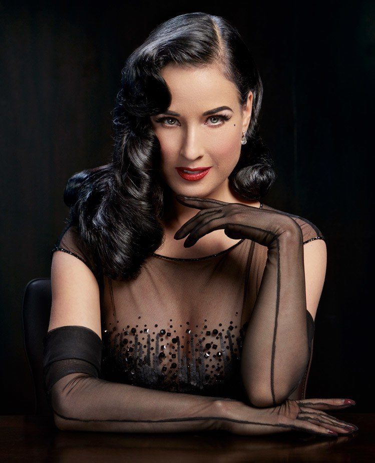 dita_von_teese-Taking sexy photos for your promo-the outfit-job camgirl-