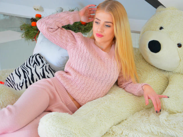 enigmalady-sex-cam-live-show-Taking sexy photos for your promo-the outfit-job camgirl-5